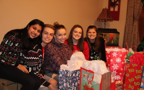 Juniors exchange gifts for a Secret Santa Exchange on December 16, 2018. Each person received an item that they desired for the holidays. Photo Courtesy Corina Massey