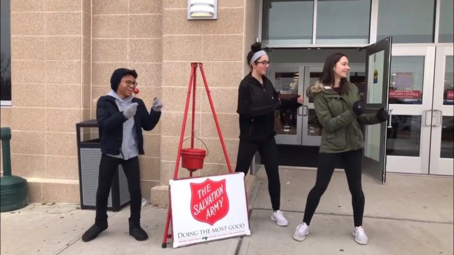 Freshmen+Key+Club+Members+raise+money+for+the+Salvation+Army.+Photo+courtesy+of+Corina+Massey.