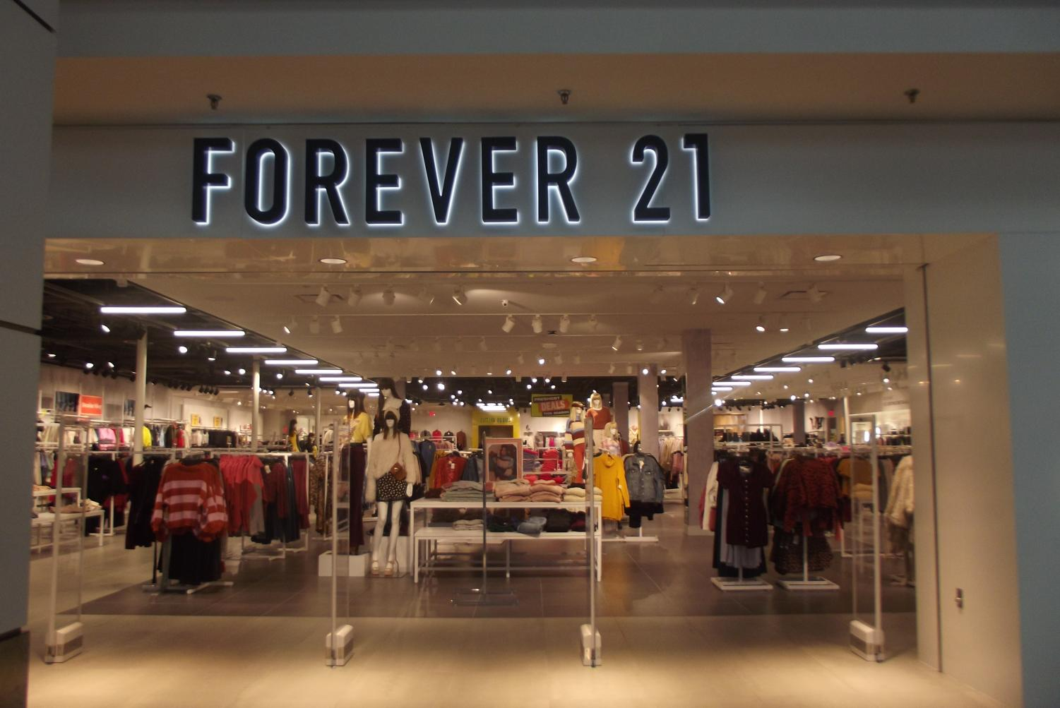 The outside of forever 21, a popular store to get good Black Friday deals. Photo courtesy Amanda Queiroz.