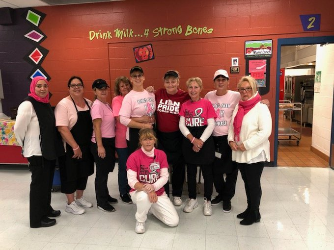 Foran+cafeteria+workers+celebrated+%22Pink+Day%22+on+October+19.+2019.+Photo+courtesy+of+%40CafeForan+on+Twitter.+