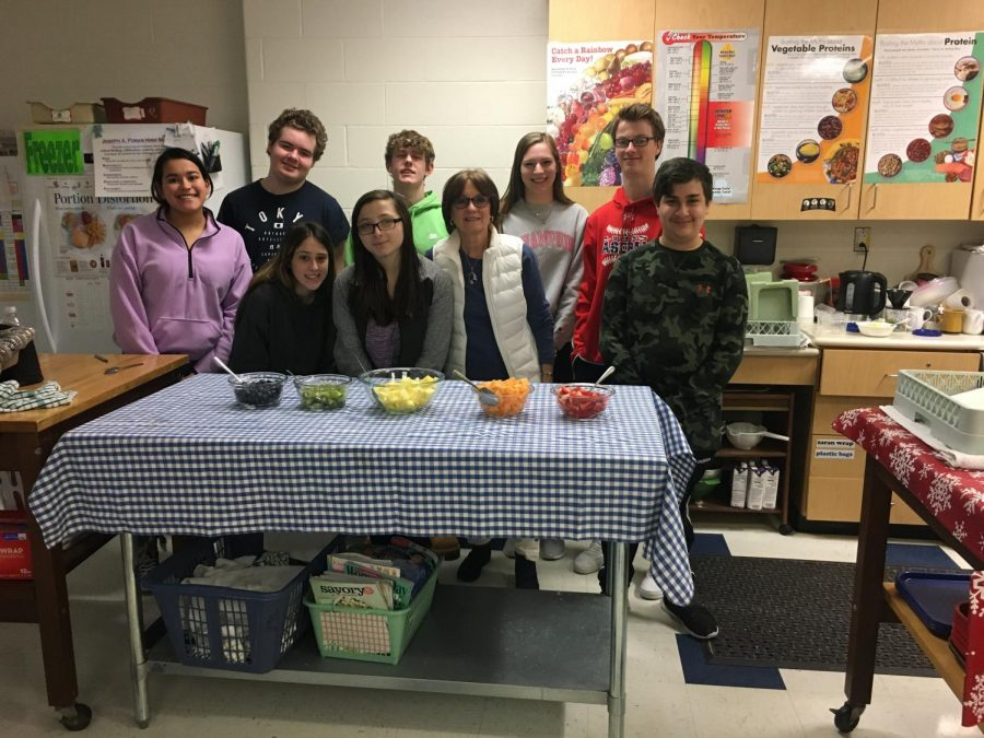 The+peer+assist+class+makes+fruit+salad.+Photo+courtesy+of+Bernadette+Sobel.%0A